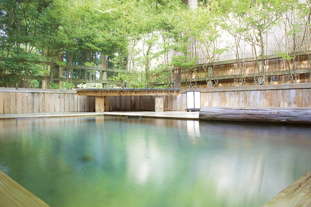 自然溢れる大浴場