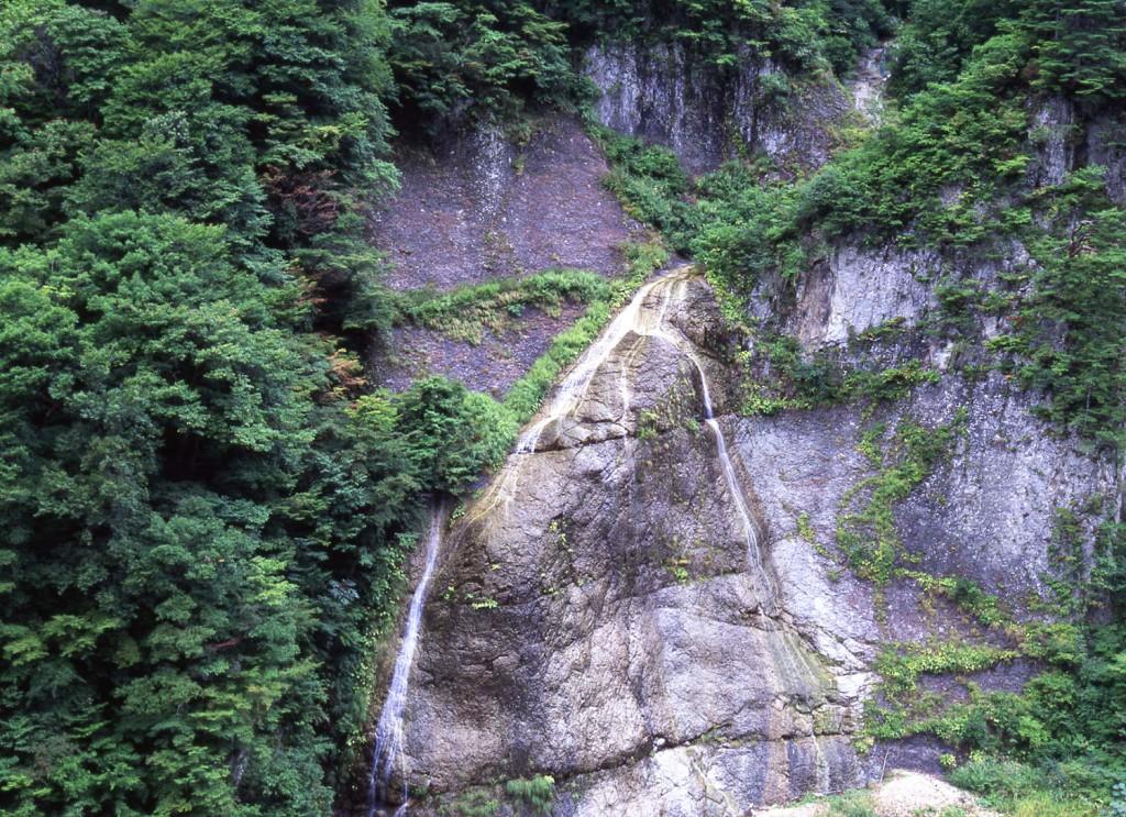 赤石の滝2