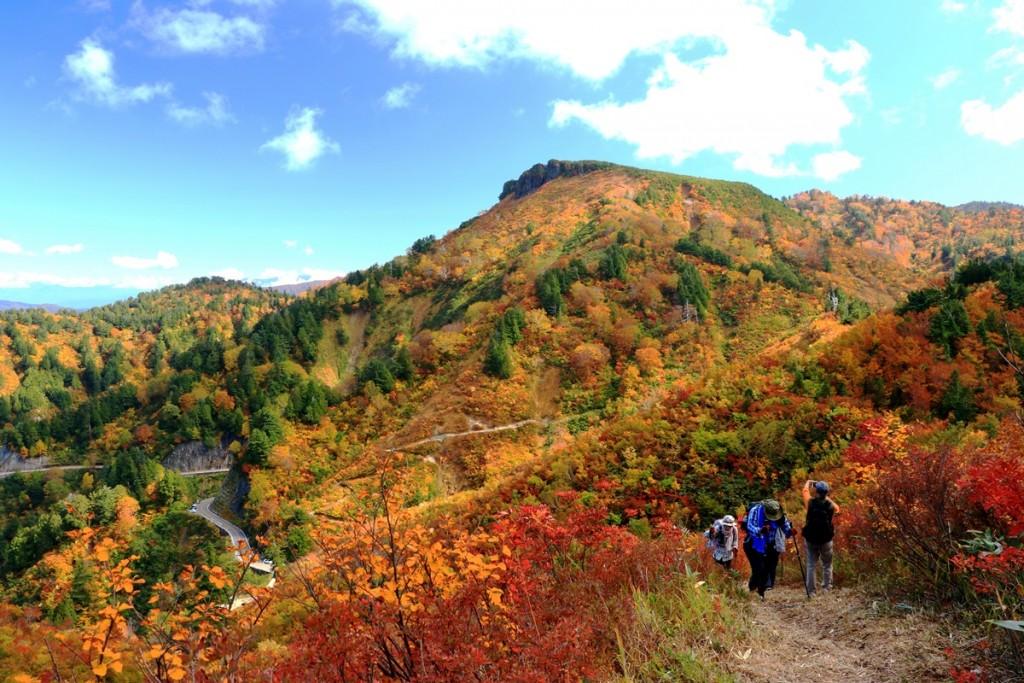 13 展望台付近から望む三方岩岳3・10月頃