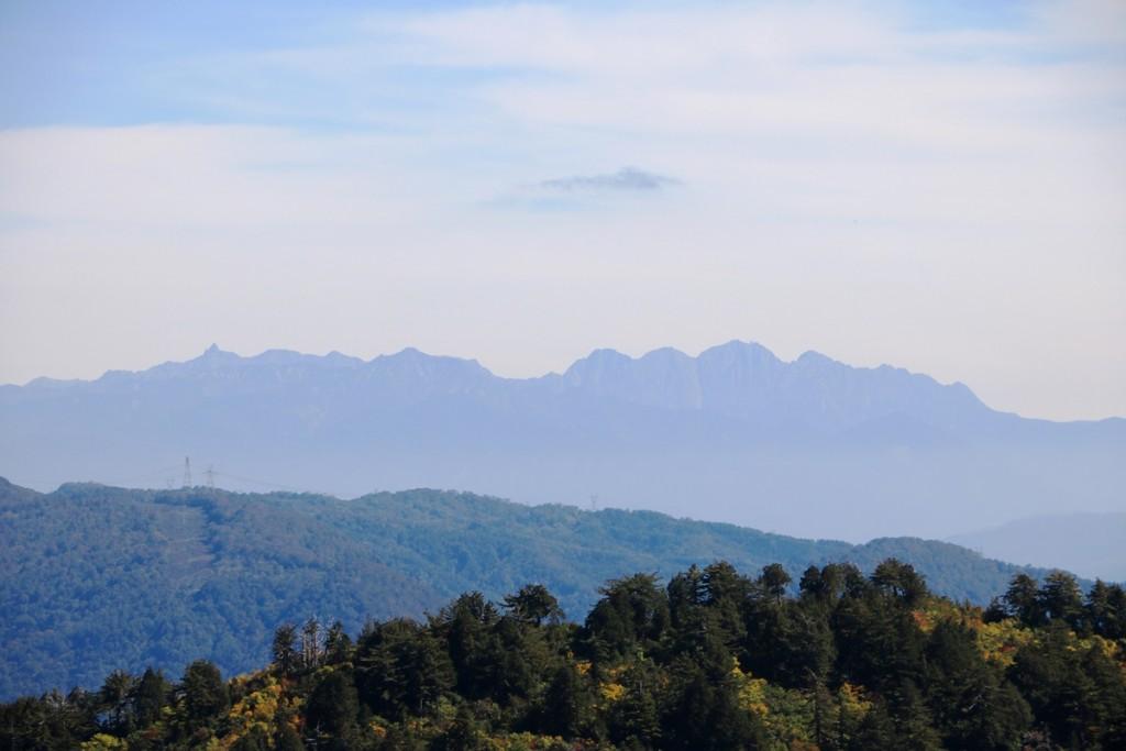 07 展望台から望む北アルプス(槍ヶ岳・穂高連峰)・10月頃
