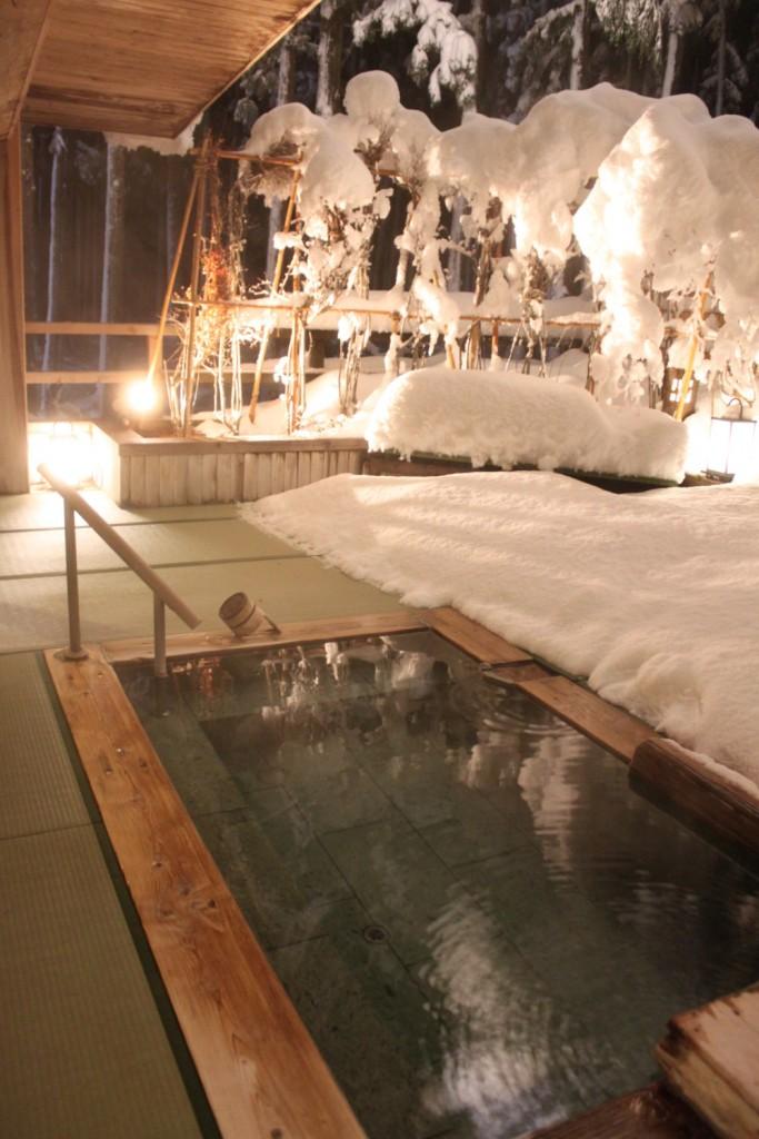 露天風呂 雪と畳