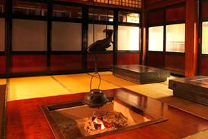 宿泊を白川郷や白山でお考えなら囲炉裏を囲んだ食事が楽しめる宿へ!
