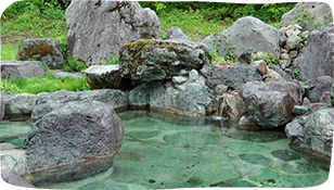 "Guests accommodating at ROAN can also enjoy the outdoor hot spring of our sister hotel ""Yamazaki Ryokan"" for free."